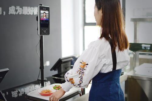 互联网+时代下,传统食堂已逐渐改造成智能食堂